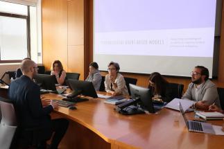 candidato discute tesi di laurea magistrale davanti alla commissione
